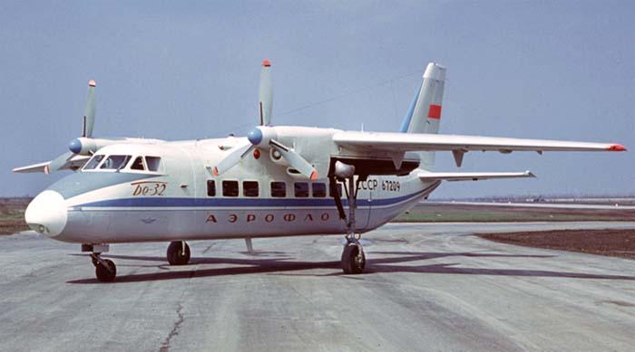Бе-32 в двух типах раскраски.